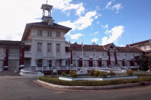 madagascar-antsirabe-hotel-les-thermes-entree